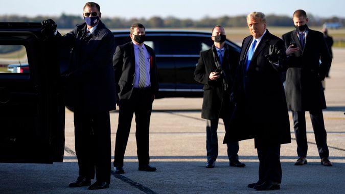 Mandatory Credit: Photo by Evan Vucci/AP/Shutterstock (10977280c)President Donald Trump arrives at La Crosse Regional Airport, in La Crosse, WisElection 2020 Trump, La Crosse, United States - 27 Oct 2020.
