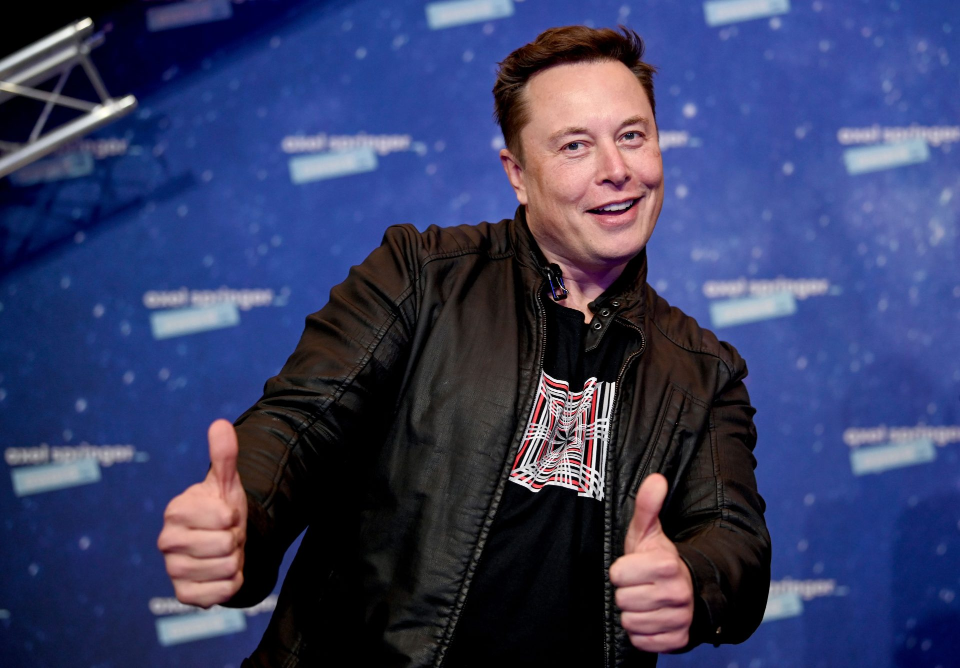 Elon Musk, World's Wealthiest Person, Touts Bitcoin Over Cash
