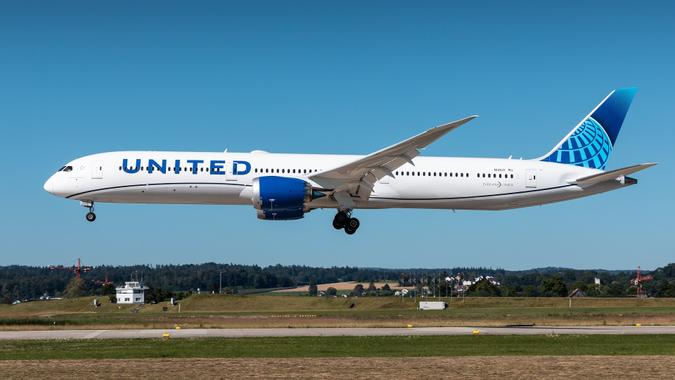 United Airlines Boeing 787-10 stock photo