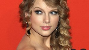 CMA Loser Taylor Swift Is a Winner When It Comes to Saving Money