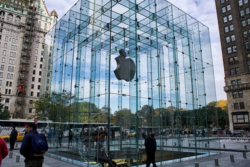 Why Today's Banks Are Trying to Look Like Apple Stores