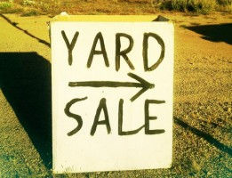 how to have a successful yard sale thumb