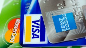 Low Interest Rate Credit Cards Versus 0% Introductory APR Offers: Which Eliminates Debt Faster?