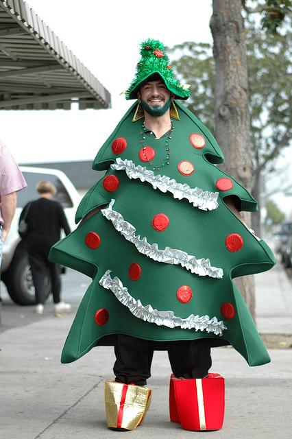 save money on live christmas trees