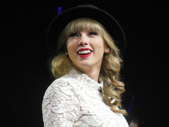 Forget the Mortgage Loan — Taylor Swift Buys a House with $17M in Straight Cash
